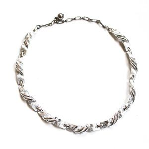 Jewelry - Vintage Lisner Silver Tone Necklace